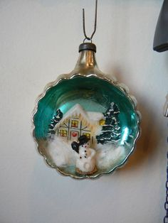 VINTAGE CHRISTMAS DIORAMA ORNAMENT SNOWMAN HOUSE PINE TREES ITALY MERCURY GLASS