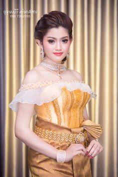 khmer wedding costume Beautiful Girl Image, Beautiful People, Thai Traditional Dress, Khmer Wedding, Wedding Costumes, Girl Online, India Beauty, Cute Girls, Peplum Dress