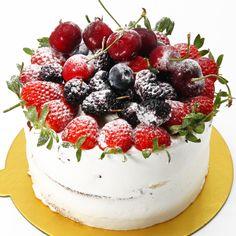 Onun adı Matmazel! Yepyeni pastamızı denediniz mi? Taze meyvelerle dolu, parfe kremalı dolgun bir pasta! Yeni bir heyecana hazır mısınız? 🌐Online sipariş: yagcioglupastaneleri.com Telefonla Sipariş: 0(212) 579 11 01 WhatsApp Sipariş: +90 532 673 09 28 #YağcıoğluPastaneleri Panna Cotta, Pasta, Cake, Ethnic Recipes, Desserts, Food, Tailgate Desserts, Dulce De Leche, Deserts