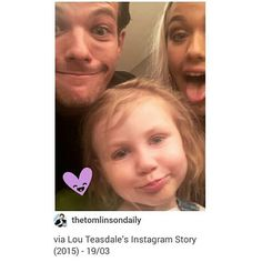 Lou Teasdale posted this throwback picture of Louis (with Lottie and Lux) on her IG story. Harry And Lux, Louis And Harry, Tomlinson Family, Lottie Tomlinson, Harry Edward Styles, Harry Styles, Malik One Direction, Baby Lux, Teasdale