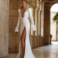 Breathtaking #Berta #vakkowedding #bridal Bardot Wedding Dress, Wedding Dress Bolero, 2nd Wedding Dresses, Wedding Dress Trends, Wedding Dress Shopping, Wedding Dress Styles, Stone Fox Bride, Sleeves Designs For Dresses, Silk Floral Dress