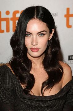 From the sequence of providing celebrity hairstyles, today we have collected 7 Outstanding Megan Fox Hairstyles. Hope, to find a best hairstyle of your favorite celebrity you have no need to go out of these suggestions. Megan Fox Sexy, Megan Denise Fox, Megan Fox Style, Ombre Hair, Celebrity Hairstyles, Cool Hairstyles, Megan Fox Hairstyles, Brunette Hairstyles, Estilo Megan Fox