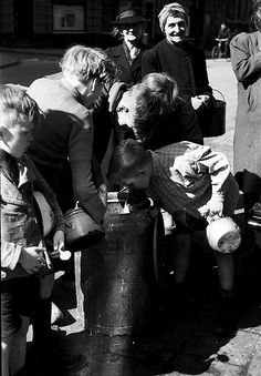 1944-1945. The empty scraping of a milk can with soup during the Hongerwinter in Amsterdam. #amsterdam #worldwar2 #hongerwinter