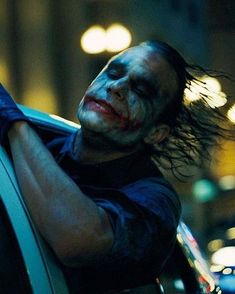 The joker, played by Heath Ledger made the movie great. Der Joker, Heath Ledger Joker, Joker Art, Batman Art, Joker Batman, Batman Robin, Joker Dark Knight, The Dark Knight Trilogy, Joker Images