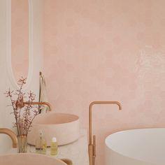 Zijn de keramische versie van de originele handgemaakte Marokkaanse tegeltjes. Deze hexagonale of zeshoekige wantegels zijn beschikbaar in een uitgebreid en levendig kleurpalet en op formaat 10,8 x 12,4 cm. Deze groene smaragd kleur is zacht van tint en heeft toch verschillende kleurschakeringen. Kunnen geplaatst worden als muurtegels in een toilet, badkamer of ook als keuken spatwand. Sink, House, Home Decor, Sink Tops, Homemade Home Decor, Vessel Sink, Vanity Basin, Haus, Interior Design