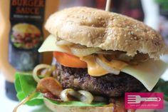 < Dieser Beitrag enthält Werbung > Hey Ihr Lieben♥ in meinem heutigen Beitrag stelle ich Euch ein Rezept für einen leckeren, sehr herzhaften Burger vor, den ich beim Thomy Burgerbattle gefunden habe, zu dem ich Euch in diesem Beitrag noch mehr verraten werde 😉 Der Burger wird traditionell mit einem Patty aus bestem Rinderhackfleisch belegt …