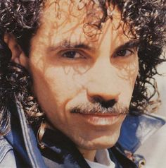 Another picture I love of John 😍😍❤❤ John Oates, Daryl Hall, Hall & Oates, Atheist, Pictures, Albums, Faces, Draw, Photos