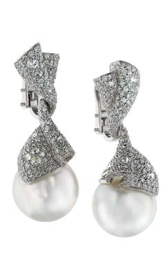 Perle | Digo Valenza | La Beℓℓe ℳystère | Pearl and Diamond Earrings