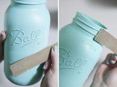 DIY distressed mason jars add a beautiful touch to wedding décor. Learn how to make them! Buy Mason Jars, Tinted Mason Jars, Pot Mason Diy, Mason Jar Lids, Canning Jars, Mason Jar Crafts, Chalkboard Mason Jars, Chalk Paint Mason Jars, Distressed Mason Jars