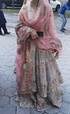 Pakistani Wedding and Party Dresses Wedding Lehnga, Pakistani Wedding Outfits, Pakistani Dresses Casual, Indian Bridal Outfits, Indian Bridal Wear, Pakistani Wedding Dresses, Pakistani Dress Design, Indian Dresses, Pakistani Gharara