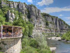Vogüé en Ardèche - Restaurant au dessus de l'Ardèche - Beaux villages de France