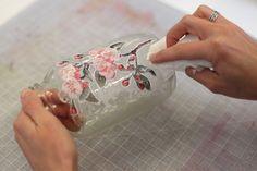 Decoupage floral en tus frascos de vidrio