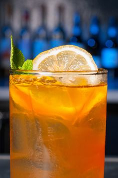 Get the recipe for Top Chef Hugh Acheson's restaurant, 5&10's tasty Arnold Bomber! Perfect for summer. Drink up.