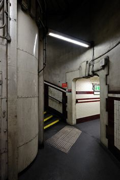scavengedluxury: Hampstead tube. London, October 2015.