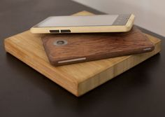 The young creative minds at ADzero have been feverishly working to create the next high-end smartphone and it looks like they've done it. The Bamboo Smartphone sets itself apart from the rest by being backed in a lightweight bamboo. No need to worry about the durability of the bamboo – it's specially treated to take every day wear and tear like weather changes, water, and even the occasional slip from your hands.