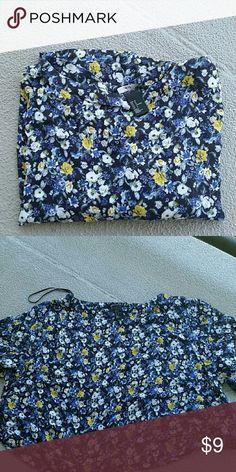 Floral Crop Top Hasn't been worn! H&M Tops