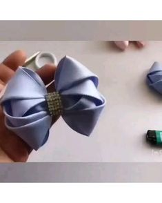 Diy Lace Ribbon Flowers, Ribbon Art, Diy Ribbon, Ribbon Crafts, Fabric Flowers, Handmade Hair Bows, Diy Hair Bows, Handmade Flowers, Hand Embroidery Videos