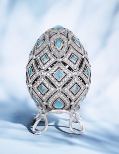 Image: Faberge Four Seasons Winter Egg decorated with white diamonds and blue gemstones. Text: Objets D'Art Art D'oeuf, Fabrege Eggs, Tsar Nicolas, Carved Eggs, Egg Art, Blue Gemstones, Royal Jewels, Objet D'art, Egg Decorating