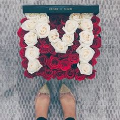7 Chic Floral Delivery Services For Valentine's Day - Maison des fleurs la Types Of Flowers, All Flowers, Amazing Flowers, Beautiful Flowers, Best Flower Delivery, Flower Delivery Service, Fleurs Diy, Flower Boxes, Floral Arrangements