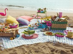 Impress your guests with picnic on the beach. honeymoon, beach picnic, lunch