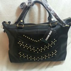 NWT Steve Madden Black Tote It has crossbody strap too ( remoable and adjustable) ? Steve Madden Bags Totes