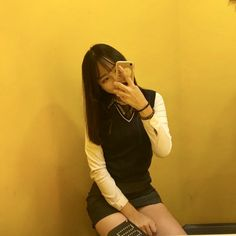 Cute Korean school girl with mobile School Uniform Girls, Girls Uniforms, Korean Student, School Looks, Cute Korean, Material Girls, Short Girls, Ulzzang, Wardrobes
