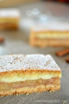 Jabłecznik z budyniem (Szarlotka z budyniem) Polish Desserts, Polish Recipes, Polish Food, Delicious Cake Recipes, Yummy Cakes, Cupcakes, Cake Cookies, Cakepops, Pumpkin Cheesecake