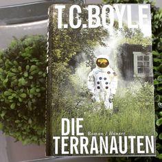 Endlich wieder Freitag & Zeit für eine Buchempfehlung!   Ein abgeschottetes Biotop in Arizona. 8 Menschen: 4 Frauen 4 Männer. 2 Jahre lang. Nichts kommt rein nichts geht raus... Beeindruckend berührend fesselnd! Ein Meisterwerk!  Die Buchhandlungsinhaberin Sylvia Senger zu diesem Buch: Es ist erst mein zweites Buch das ich von T.C. Boyle gelesen habe. Ich werde jetzt noch mehr von ihm lesen. Wir hoffen wir konnten auch euer Interesse wecken?!   Das Buch Die Terranauten gibt es bei uns im…