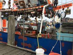 Eens bij een speciale vishandelaar oesters, kreeft en gerookte paling halen? Dan moet je naar Breskens in Zeeuws Vlaanderen aan de haven. De foto vertelt alles.Eens bij een speciale vishandelaar oesters, kreeft en gerookte paling halen? Dan moet je naar Breskens in Zeeuws Vlaanderen aan de haven. De foto vertelt alles.