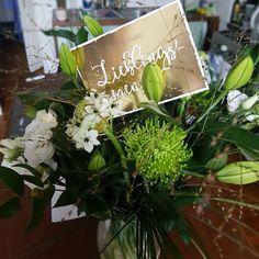 Von meinem Lieblingsmenschen... @hennihanson #birthdaygift #presents #flowers #lieblingsmensch #bestfriends #green #white #lily #flowerbomb #bouquet #cologne #düsseldorf #kitchen #girlsnight #belatedbirthdaylove http://misstagram.com/ipost/1615905541061378512/?code=BZs2Yc1jIHQ
