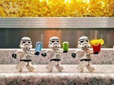 Lego Star Wars, Legos, Lego Stormtrooper, Starwars Lego, Lego Hacks, Lego Humor, Ps Wallpaper, Lego Man, Lego Guys