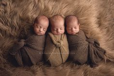 Darcy and Randy's newborn portraits focus on brand new babies on soft, organic- and woodland-inspired colors and textures. The artists use neutral colors, minimal & dainty accessories, so…