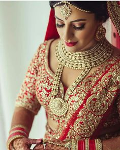 Looking for Bridal Lehenga for your wedding ? Dulhaniyaa curated the list of Best Bridal Wear Store with variety of Bridal Lehenga with their prices Hd Bridal Makeup, Indian Bridal Makeup, Bridal Makeup Looks, Bridal Looks, Bridal Style, Bridal Beauty, Wedding Beauty, Wedding Lehnga, Bridal Lehenga