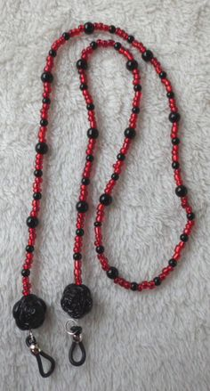 Red and black rose glasses chain or lanyard by MysticalGypsies, $10.00 Jewellery Boxes, Bead Jewellery, Jewelery, Beaded Shoes, Beaded Lanyards, Eyeglass Holder, Jewelry Patterns, Stone Bracelet, Beaded Necklace