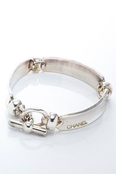 Vintage Chanel Silver 925 Bracelet love this! Bijoux Design, Schmuck Design, Jewelry Design, Jewelry Accessories, Chanel Jewelry, Luxury Jewelry, Fashion Jewelry, Chanel Bracelet, Jewelry Gifts
