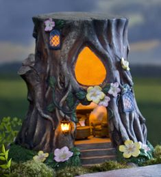Welcome nocturnal visitors with this pretty Teardrop Window House Stump, solar-powered to light the way to your home. Our resin garden decoration features a … Fairy Tree Houses, Clay Fairy House, Fairy Village, Fairy Garden Houses, Gnome Garden, Fairies Garden, Fairy Gardening, Garden Art, Clay Fairies