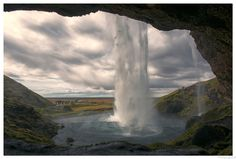 Behind the waterfall: Seljalandsfoss South-Iceland - Seljalandsfoss is one of the best known waterfalls in Iceland Seljalandsfoss is located in the South Region in Iceland right by Route 1 and the road that leads to Þórsmörk Road 249  |    Seljalandsfoss est l'une des cascades les plus connues en Islande. Seljalandsfoss est situé dans la région du Sud en Islande le long de la  route 1