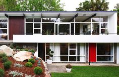 The Atherton House, Sydney, Australia. Architect: Bill Baker, 1959.
