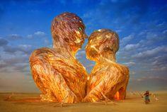 El fotógrafo Trey Ratcliff registro de forma magistral los mejores momentos del Burning Man 2014, este es un festival caracterizado por sus disfraces, esculturas e instalaciones que luego son incineradas.