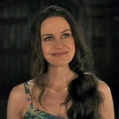 She is just so gorgeous! Fantasy Tv Shows, Santa Clarita Diet, Shirley Jackson, Carla Gugino, She Walks In Beauty, House On A Hill, Poses, Best Tv Shows, Celebs