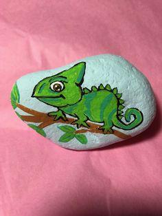 Pebble Painting, Pebble Art, Stone Painting, Painted Rocks Craft, Hand Painted Rocks, Painted Stones, Rock Painting Patterns, Rock Painting Designs, Stone Crafts