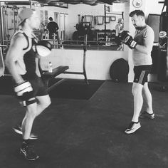 @paramounthealthandperformance putting his guys through #boxing this morning getting them ready for a big #Friday #iamhpf #gym #brisbane #pt #abs #crossfit