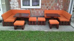 This sensational DIY porch sofa set is a super creative remake of pallets and comes with two sectional L-shape sofas, 4 mini cushioned seats like ottomans and Pallet Furniture Designs, Wooden Pallet Furniture, Diy Outdoor Furniture, Cool Furniture, Outdoor Decor, Wood Pallets, Pallet Porch, Diy Porch, Pallet Chair