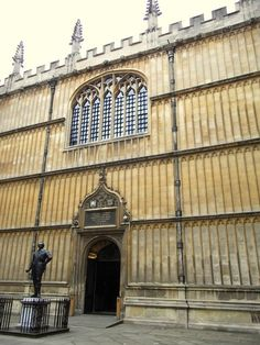 Entrance to Bodleian Library, Oxford. Photo by J. Cornwall England, Yorkshire England, Yorkshire Dales, Oxford England, London England, Oxford United Kingdom, Visit Oxford, Oxford College, Oxford City