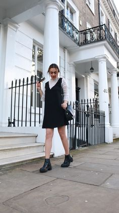 I love wearing dresses. They will always be my safe bet in Spring.  Here is one of my favourite spring looks. #mindtheshoes #fashionblogger #londonfashionblogger #londonblogger