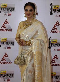 Rekha at Film Fare Awards 2014 South Silk Saree Blouse Designs, Saree Blouse Patterns, Designer Blouse Patterns, Design Patterns, Bollywood Designer Sarees, Bollywood Saree, Bollywood Actress, Indian Beauty Saree, Indian Sarees