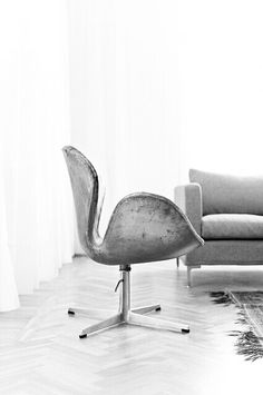 Arne Jacobsen, Swan chair, originally designed for the SAS Royal Hotel in Copenhagen, 1958. Manufactured by Fritz Hansen, Denmark.