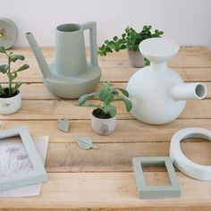 Studio Elke van den Berg is a designer based in Eindhoven who makes delicate porcelain objects for the home. The clocks, for… Ceramic Pitcher, Ceramic Tableware, Ceramic Pottery, Art And Craft Design, Pottery Classes, Ceramic Design, Carafe, Decoration, Tea Pots
