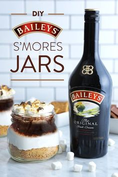 Packed with layers of irresistible flavor, these Baileys S'mores Jars are the perfect year-round treat. First, pile up the usual s'mores ingredients—graham crackers, toasted marshmallows, and melted chocolate. Then pour Baileys over the jar and get ready to dip your spoon in to savor all the delicious flavor. This dessert makes for the perfect movie night snack, or better yet, it's a weekend treat that you can make year-round! Just Desserts, Delicious Desserts, Dessert Recipes, Yummy Food, Health Desserts, Biscuits Graham, Mantecaditos, Dessert In A Jar, Alcohol Drink Recipes