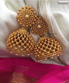 Gold Jewelry jhumka design image 12 tvameva - Looking for Jhumka design images? Here are our picks of 25 jhumka models that will go well with any outfit. Gold Jhumka Earrings, Indian Jewelry Earrings, Jewelry Design Earrings, Gold Earrings Designs, Gold Jewelry, Gold Plated Jewellery, Indian Bridal Jewelry Sets, Tiffany Jewelry, Wedding Jewelry Sets